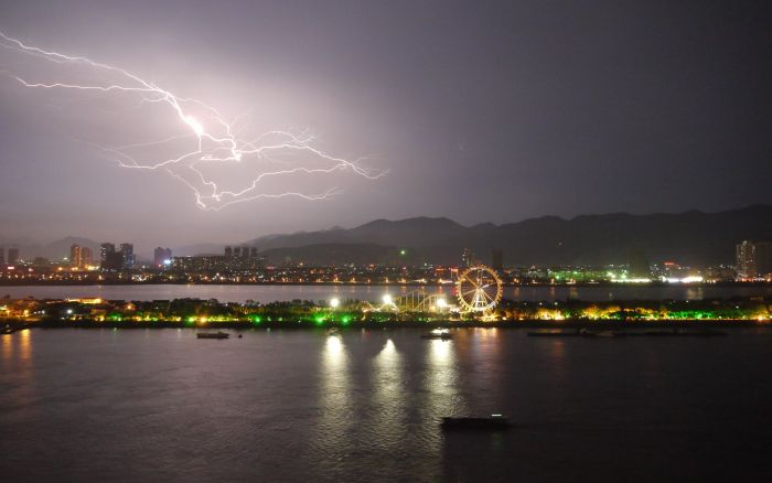 Lightning Strike (Wenzhou, 2011)